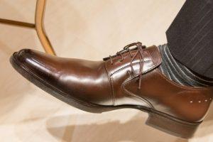 靴は、くつべらを使って足はしっかりかかとにフィットさせて履きましょう
