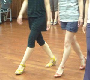 ハイヒール,パンプス,ウォーキング,足運び,モデル,美脚,美尻,ダイエット,ファッション,ウォーキングレッスン,東京,姿勢,外反母趾,みのわあい,デューク更家,就職活動,初めて,ヒール,ファッション